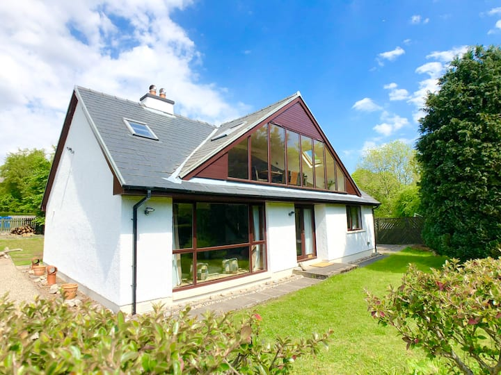 Beautiful Villa in Prime Loch Ness Location!