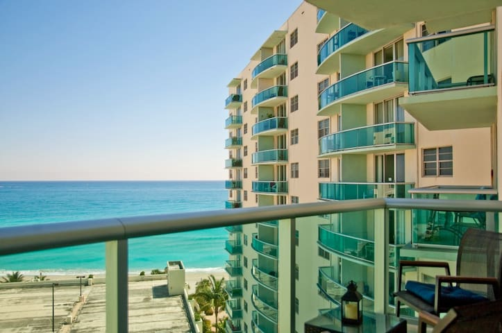 Incredible condo in Hollywood Beach on the beach!