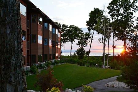 Discount on Landmark Resort rates on 1BR condo
