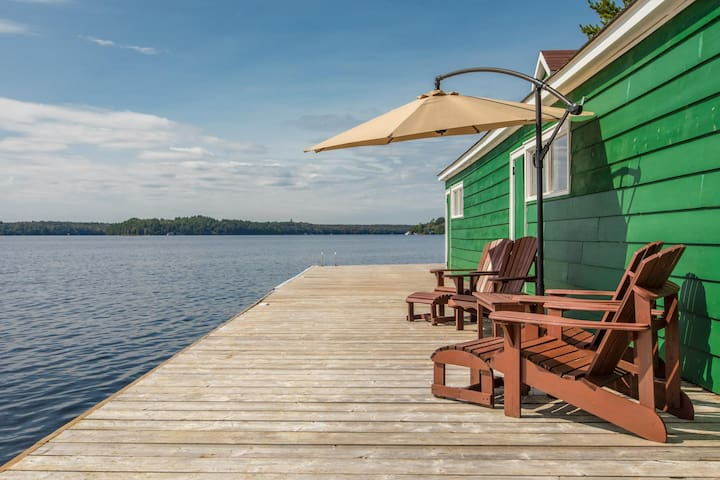 Chinook Lodge on Keewaydin Island Beaumaris, Lake Muskoka