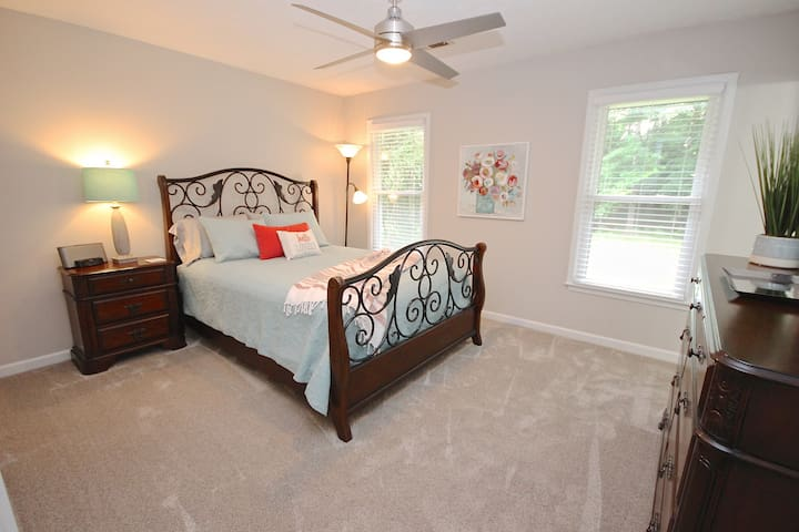 Master with queen bed and ensuite
