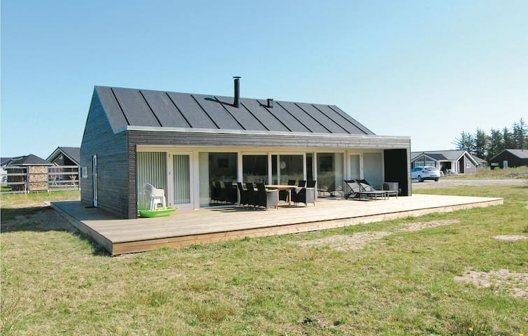 Holiday cottage with 3 bedrooms on 105 m² C7530