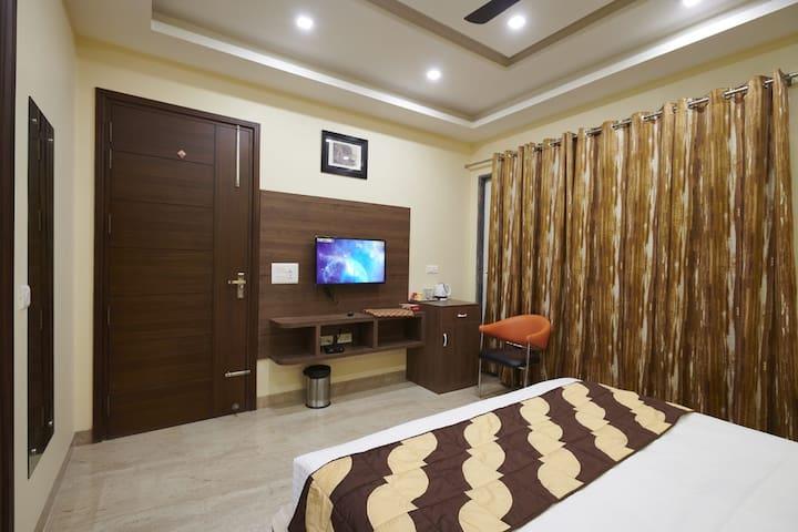 Deluxe Rooms near Medanta Hospital