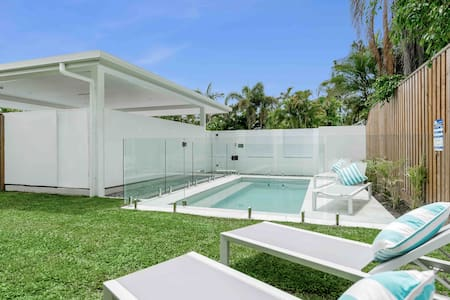WhiteSands quiet, private & secure 150 m to beach.
