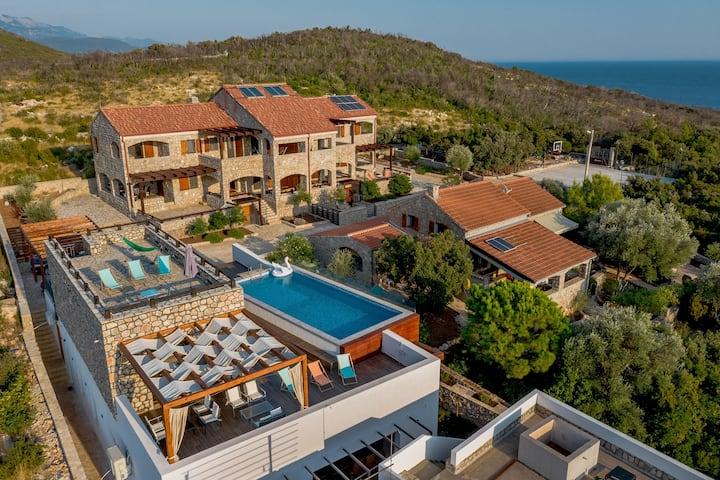 Shanti - family house, pool&bar, basketball court