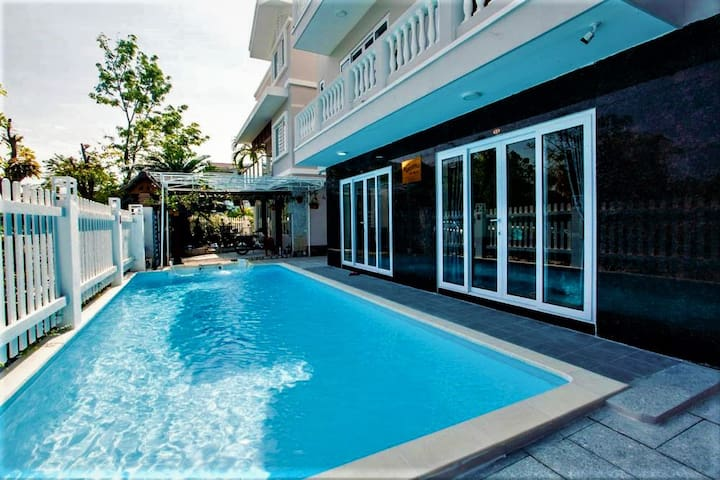 Cosy & basic private flat - private beach/pool