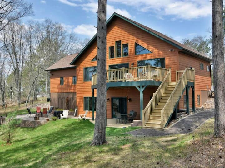 Lazy Dog Lodge - Minong Flowage Lakefront Home