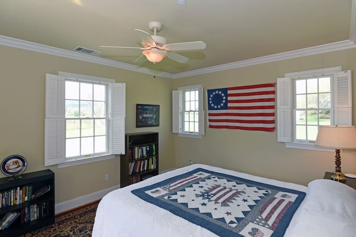 George Washington Suite - Ground level facing vineyard and sunset.  California King bed.  Flat screen TV.  Private bathroom with wheelchair assessable shower.