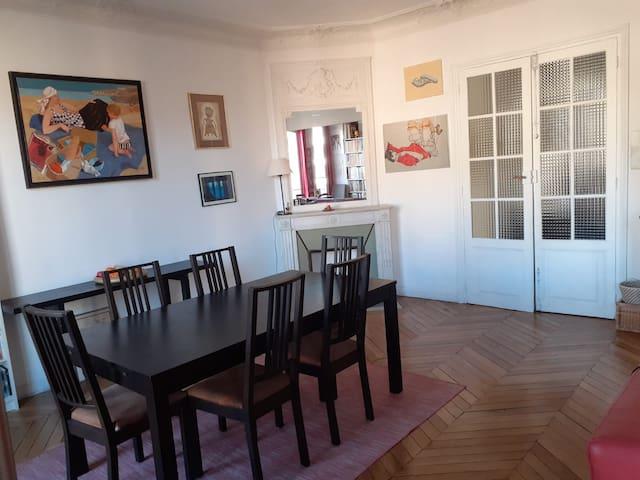 Grand appartement lumineux avec vue à Montmartre