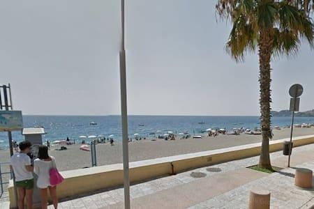 Fron beach Apartment Letojanni