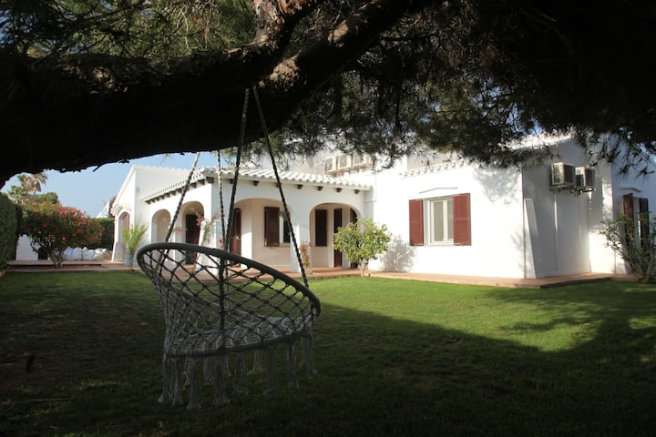 Casa Adelfa. Beautiful villa, pool, steps from sea