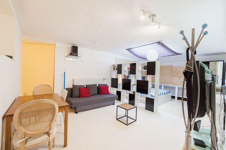 studio a proximité de la foret .