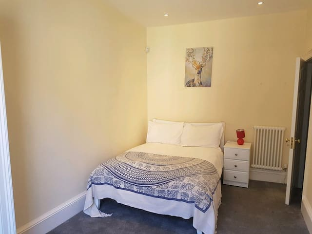 Luxury double room in Edinburgh's city centre.