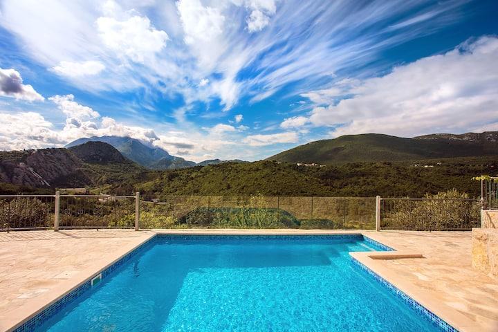 New! Villa Eagle's Dream with private heated pool