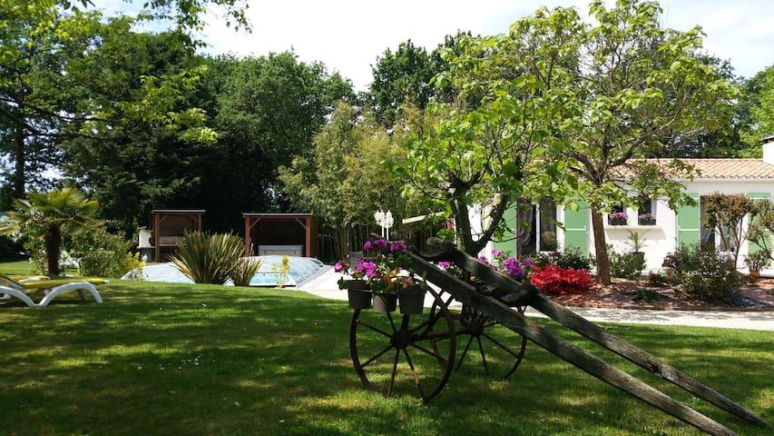 """L'Aubaine 85  """"La Destinée"""" - Saint-Maixent-sur-Vie - Guesthouse"""