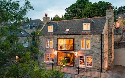 Bridge House - Luxury Riverside Home