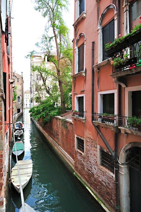venice grand canal style apartment serviced apartments for rent in venice veneto italy. Black Bedroom Furniture Sets. Home Design Ideas