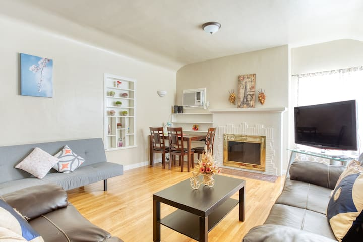 AUTUMN/FALL stay, 15 mins from LA, clean, parking