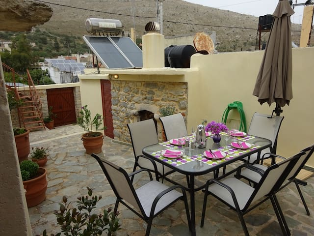 BEAUTIFUL STONE MANSION  IN APOSTOLI PEDIADOS - Apostoli, Crete - Casa