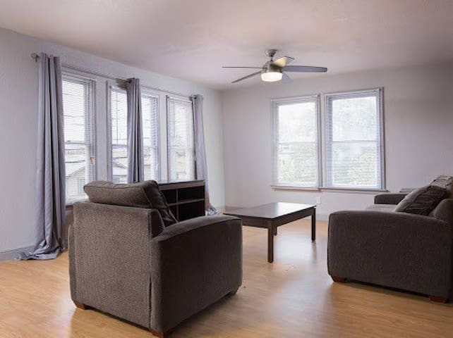 Renovated upstairs 2 /1 apt in downtown SA