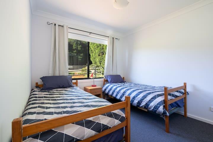 Bedroom three Twin beds