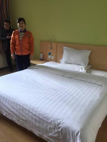 经济型连锁酒店,干净舒适安全,周边小吃特别多,交通也很便利~ - 郑州 - Casa