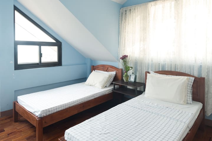 Charming bedroom, killer views - Baguio