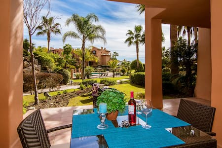 An exquisite, 2 bed, 2 bath apartment-SS402 - Estepona - Wohnung