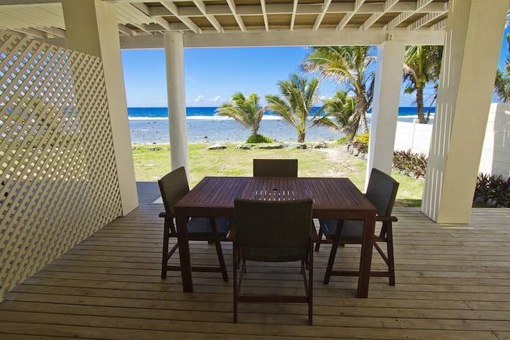 Studio Beachfront Villa 1