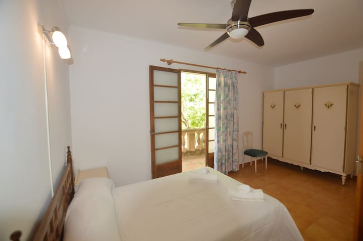 Beach Holidays at Vall Veny House - S'Illot-Cala Morlanda - Hus