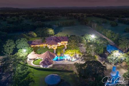 Lujosa Hacienda Ganadera El Paraíso