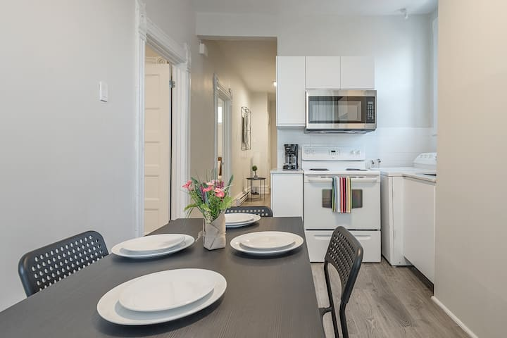 BRIGHT And COZY 4Bedr In The ♥ Of Griffintown| AAA Location