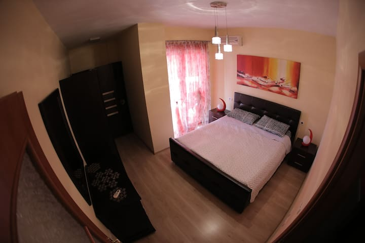 A comfortable and tastefully furnished apartment! - Tiranë - Lägenhet