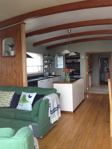 Holiday Houseboat - Sleeps 2 - Pin Mill