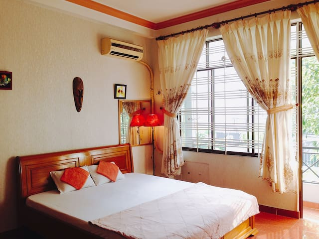 Rooster-a home away from home, near Airport, Etown - Ho Chi Minh City - House