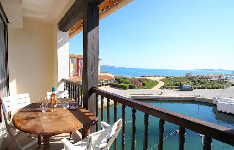 2-room apartment with a mezzanine, a balcony and sea view