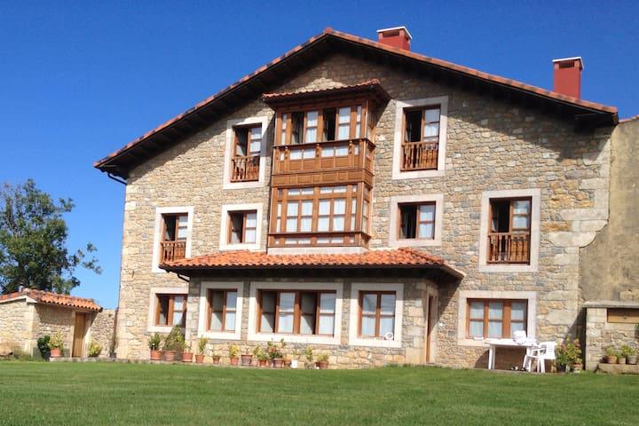 Casona Asturiana en Villanueva de Colombres - Colombres - 一軒家
