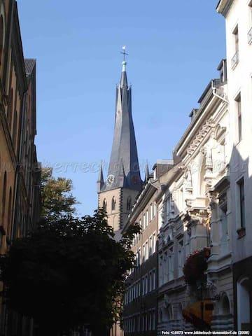 Schulgebäude von 1840 in der Altstadt Düsseldorf