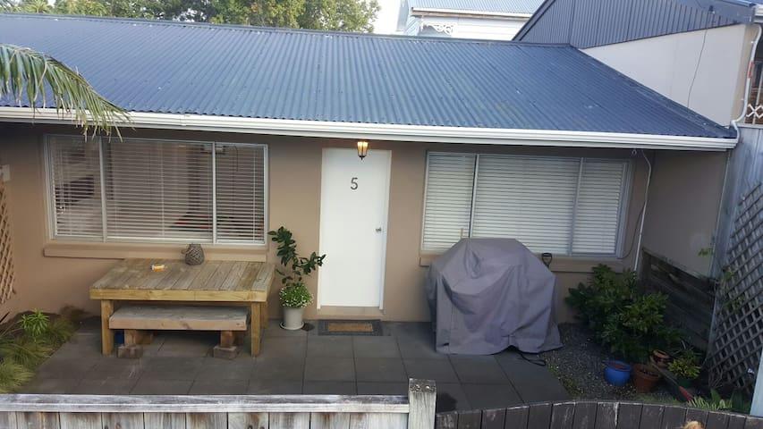 Cozy renovated unit in Devonport - Auckland - House