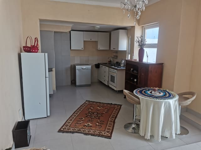 Fully furnished, newly renovated 1 bedroom cottage