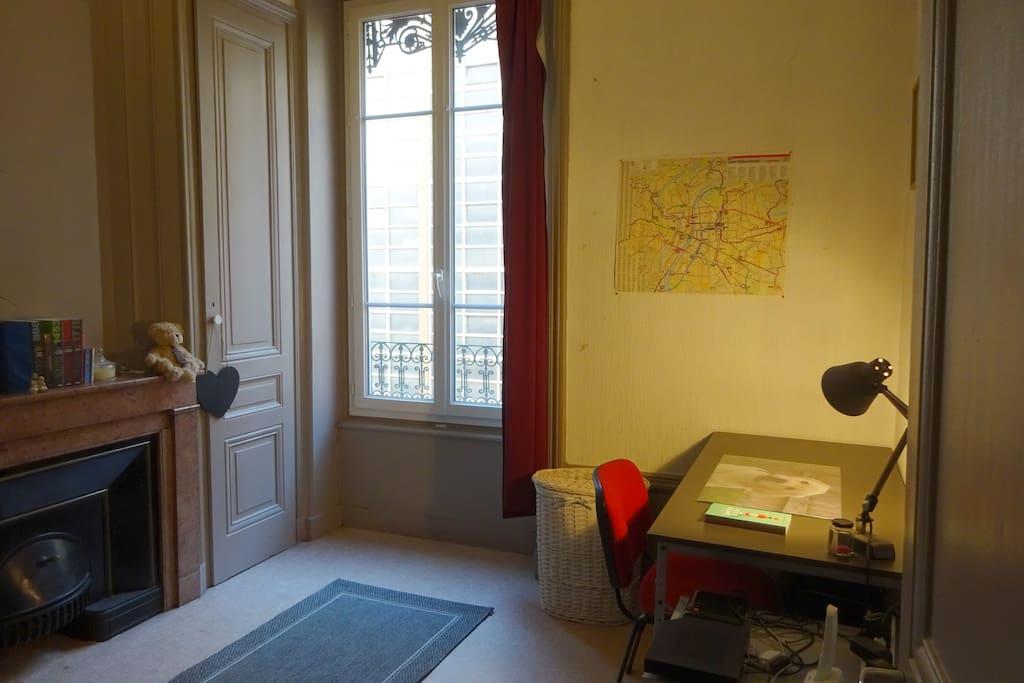 une chambre soi au coeur de lyon appartements louer lyon france. Black Bedroom Furniture Sets. Home Design Ideas