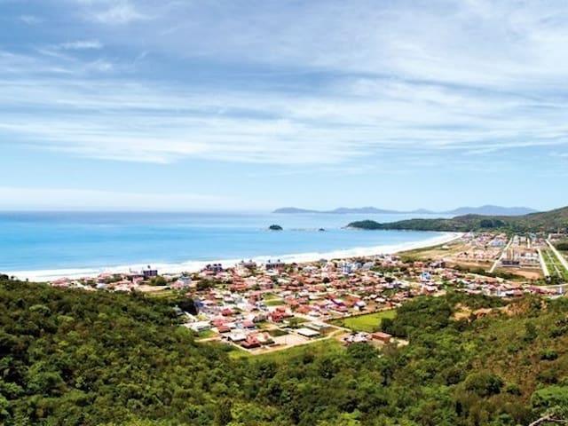 Casa ampla e localizada na Praia de Palmas - Governador Celso Ramos - Casa