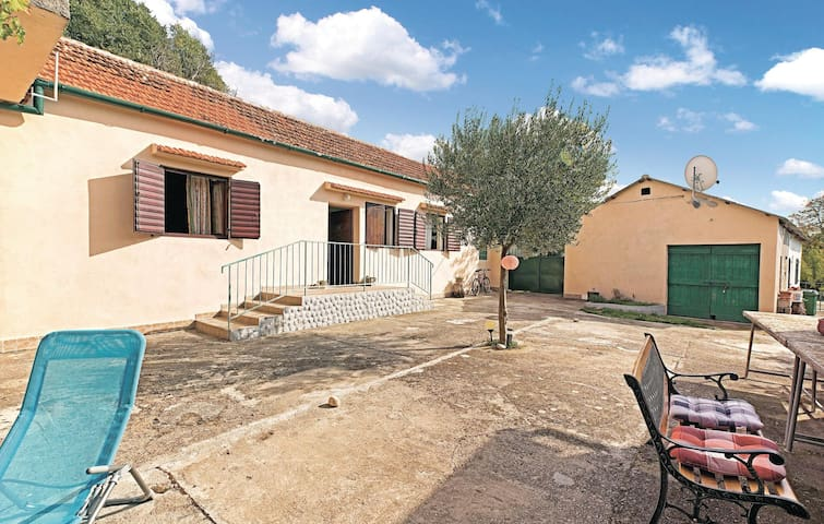 Semi-Detached with 1 bedroom on 60 m² in Dubravice-Skradin