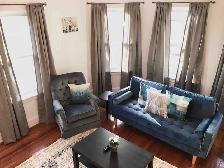 2 Queen BR 10 min to Providence - Free Wine & More