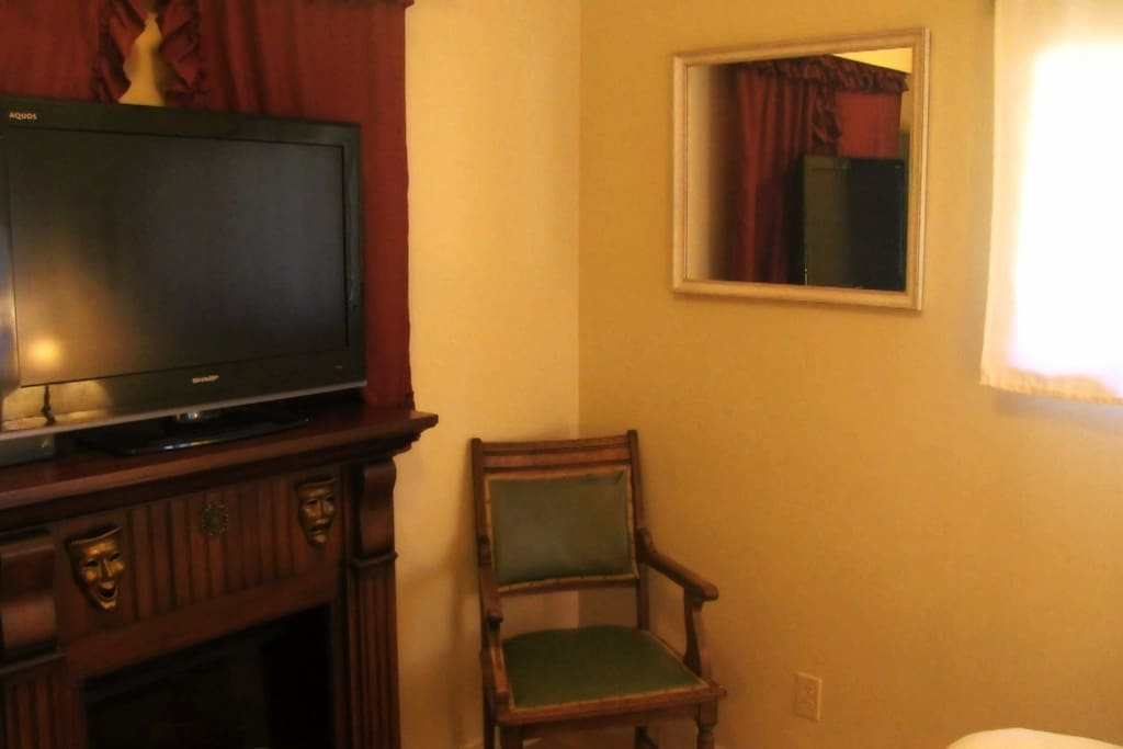 Guest room has TV with HDMI so you can watch netflix or surf the net in the privacy of your own room.
