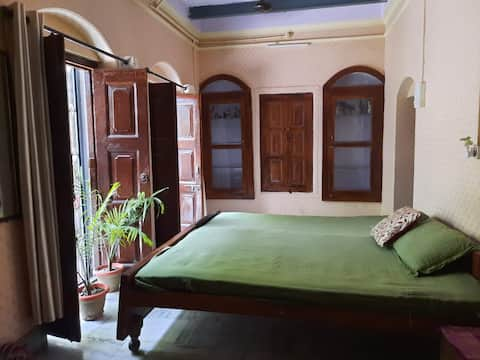 Saraswati Guest house on Tulsi Ghat.