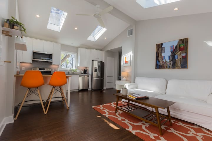 Modern Guest House in North Central Austin