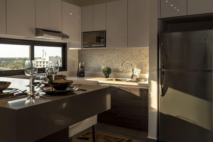 Brand New Luxurious Penthouse! Unbeatable Location