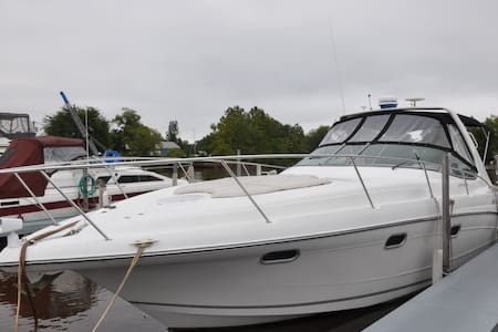 Well-appointed 35' express cruiser - Riverside - Båt