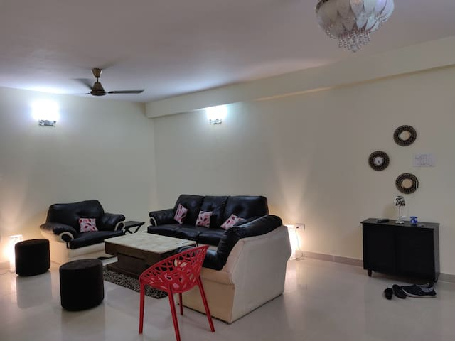 3 BHK Flat Near Airprt,City Center2 + super Market
